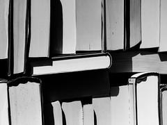 Bücherkiste (Werner Schnell Images (2.stream)) Tags: ws buch bücher bücherkiste flohmarkt papier book books fleamarket