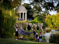 Bois de Vincennes en octobre (Calinore) Tags: boisdevincennes piquenique couverture kiosque templedelasybille