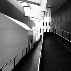 Un paquebot dans la Cité (nahia.peschard) Tags: paquebot théâtre toulouse théâtredelacité noirblanc blackwhite nb bw passerelle linerboat oceanliner