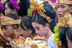IMG_6696-tr (JLBenazra) Tags: bali cérémonie sawan indonésie costumes