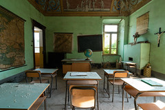 (bryan.cr2) Tags: urbex urbanexploration exploration abandoned exploring italian italy italia school classroom