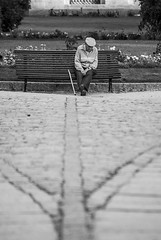 Camino a la soledad (javipaper) Tags: urban blancoynegro blackandwhite people loneliness soledad sentimiento feeling