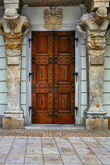 [  ] (Siuloon) Tags: door drzwi architektura architecture window texture abstract bright text alley brick geometric warsaw warszawa warsau oldtown canoneos30d canon canonef1740mmf4lusm