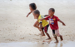 race (Collin Key) Tags: togianislands sulawesi water beach malenge indonesia children playing tojounauna sulawesitengah indonesien id