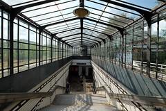Abwärts (Sockenhummel) Tags: sbhffriedenau treppe sbahn licht schatten stufen steps stairway bahnhof friedenau berlin staircase escaliers stairwell fuji xt10