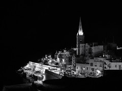 Skyline ... ; (c)rebfoto (rebfoto ...) Tags: water sea night city cityscape nightphotography sky rebfoto fortificationwall monochrome blackandwhite valletta view vallettaview stpaulsvalletta