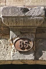 85 (just.Luc) Tags: 85 number getal cijfers chiffres digits housenumber huisnummer numérodemaison bordeaux gironde nouvelleaquitaine france frankrijk frankreich francia frança