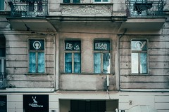 Fear Escape (Tom Levold (www.levold.de/photosphere)) Tags: fuji poznan xt2 xf35mm street architektur architecture fassade facade fenster fear windows escape
