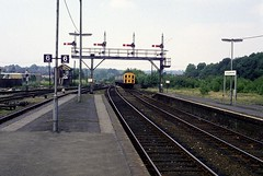 Arriving at Tunbridge Wells West (NIGHTSHIFTWORKER) Tags: 1318 demu tunbridgewellswest