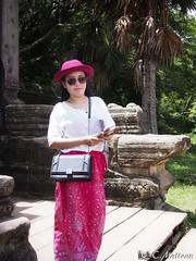 180726-022 Devant l'entrée (clamato39) Tags: angkor angkorwat cambodge cambodia asia asie temple religieux religion portrait voyage trip