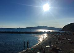 Prima e dopo (martinafuggini) Tags: caldo blu sun mare italy liguria chiavari