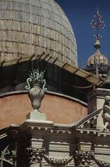 Art roof (Insher) Tags: italy italia venice venezia veneto dogespalace palazzoducale sculpture sanmarco