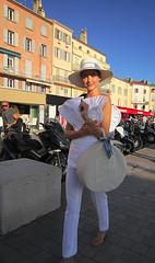 Série de 8 photos : oh les filles oh les filles ! St Tropez (buch.daniele) Tags: mode rue chapeau sac femme blanc danielebuch st tropez port senequier