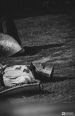 Medievale-Isle Sur Sorgues-4201 (reynaud.photographie) Tags: medievale chevalery chevalier armure épée sword fight fighting shield bouclier blackandwhite noiretblanc