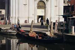 Free gondola (Insher) Tags: italy italia venice venezia veneto gondola