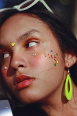 r i c h (TheJennire) Tags: photography fotografia foto photo canon camera camara colours colores cores light luz young tumblr indie teen adolescentcontent 90s 80s retro fashion style earrings stickers rich 2018 50mm carmel indiana unitedstates usa eua sunlight naturallight aesthetic closeup eyes