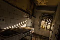 La vieja cocina. (Ricardo Pallejá) Tags: old holandes viejo antiguo abandono ruina monocromático monocromo lightroom house ricardopallejáherrera tokina1116 textura nikon d3200 urbex