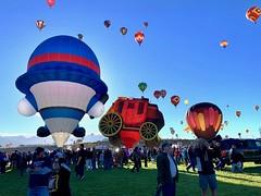 Albuquerque Balloon Festival 2018 (mtm2935) Tags: globos hotairballons sky colorful newmexico albuquerque festival balloon internacional
