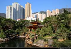 Nan Lian Garden, Hong Kong, China (JH_1982) Tags: nan lian garden 南蓮園池 park parc parkanlage lake see river fluss garten tang dynasty urban urbanity city skyline skyscrapers diamond hill public blue pond pavilion bridge hong kong hongkong 香港 홍콩 гонконг hk hkg sar peoples republic china prc chine cina 中国 中國 中华人民共和国 중화인민공화국 китайская народная республика