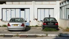 P1000290a (oberbayer) Tags: alt neu bmw mercedes s320 cdi garage auto taxi gebäude