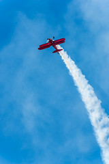 20180922_Benzing_001 (jnspet) Tags: vickybenzing benzing stearman boeing biplane airplane airshow aircraft aerobatics red climb smoke aerial