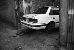 En la calle, Cali (RoryO'Bryen) Tags: cali colombia copyrightroryobryen colombie roryobryen rangefinder street calle leicam3 car blackandwhite kodaktrix