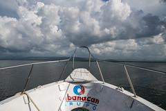Hacia la tormenta (rfabregat) Tags: cuba isla island caribe caribbean nikon nikond750 d750 travel travelphotography cayolevisa barco mar sea clouds cloudy