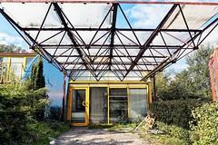 palet (roberke) Tags: architecture architectuur woning huis geel yellow trees bomen sky lucht clouds wolken almere nederland netherlands selfie