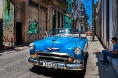 Havana painted walls (Rey Cuba) Tags: walls cuba lahabana car classiccars classic chevy blue cubans bodega midday noon explore cubatravel travel tourism rental rent rentasmonica
