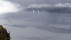Der Morgennebel gibt den See frei (Carsten Weigel) Tags: nebel fog morgen morning see lake königssee bayern bavaria schönau autumn clours farben carstenweigel panasonicg9 leica100400mmf463 herbst