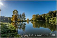 Glorious autumn sun at Stourhead Gardens - Wiltshire UK (R ERTUG) Tags: autumncolors stourheadgardens wiltshire stourton warminster uk nikon1635mmf40 nikond610fx rertug ertug