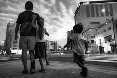 20180923 family (soyokazeojisan) Tags: japan kobe bw city street family people blackandwhite monochrome digital olympus em1markⅱ 12100mm 2018 evening