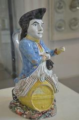 """Pichet """"Jacquot"""" (RarOiseau) Tags: vizille isère château musée histoire vaisselle intérieur"""