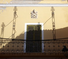 Schattentheater- shadow theater (Anke knipst) Tags: ciutadella menorca spain balkon balcony schatten shadow sempervivas fensterladen shutter