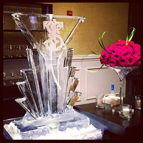 Classic martini glass #iceluge with #monogram for a #wedding @austincountryclubtx last weekend. And @davidkuriodesigns always has the best flowers! #fullspectrumice #thinkoutsidetheblocks #brrriliant - Full Spectrum Ice Sculpture