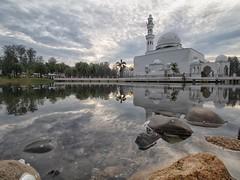 IMG_4548 ~ jumaat (alongbc) Tags: building mosque architecture floatingmosque lake reflection sunrise morning kualaibai kualaterengganu terengganu malaysia travel place trip canon eos700d canonlens 10mm18mm wideangle