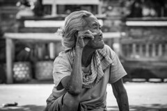 Old Women in Sukawati Gianyar Bali (Angelo Daniel Prinz) Tags: bnw bw bali black blackandwhite bnwgreatshots bokeh bwmania bwmaniac bwphotography contrast monochrome portrait porträit sanur schwarzweiss silouette porträt