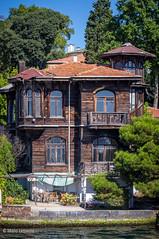 08082011-IMGP0918 (Mario Lazzarini.) Tags: casa villa legno antica old historic bosforo istanbul turchia turkey finestre alberi balconi architettura