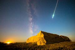 Perseid meteor (Lysuna) Tags: meteor dunhuang galaxy meteorshower milkyway star 流星 银河 星空 敦煌 汉代 5d4 sigma 14mm f18 canon