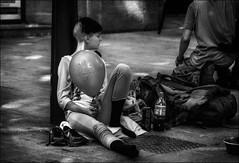 Les baskets, le ballon et le coca! / The trainers, the ball and the coca!! (vedebe) Tags: humain human people noiretblanc netb nb bw monochrome rue street urbain urban urbanarte ville city