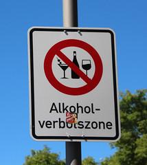 Alkoholverbotszone. (universaldilletant) Tags: eltville schild schilder sign signs verbot alkoholverbotszone