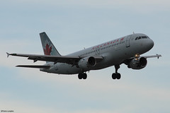 pl28oct17aca32026 (lanpie012000) Tags: montreal montréal yul cyul aircanada airbusa320211 cfdqq fin201