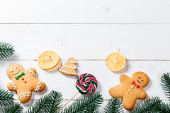 Funny gingerbread men with tree branches and candy (wuestenigel) Tags: lemon twigs newyear candy boards sweet gingerbread cookies christmas christmastree background icing white