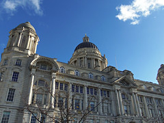 Looking Up in Liverpool, England (teresue) Tags: 2017 uk unitedkingdom greatbritain england merseyside liverpool lookingup portofliverpoolbuilding