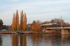 7-11-2018 - Berlin (Spindlersfeld) (berlinger) Tags: berlin deutschland spindlersfeld eisenbahn railways railroad sonderzug br110 tri ake akeeisenbahntouristik locomotive 110428 spreebrücke spree