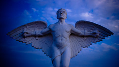 Asas (Rodrigo Rodrigues Melo) Tags: asa asas wings sacro cemitério graveyard nuvem nuvens cloud cloudporn anjo estátua angel statue sacra
