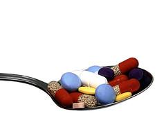 Die richtigen Pillen können heilen (ingrid eulenfan) Tags: macromondays makro remedy heilmittel medizin pillen gesundheit medicine health