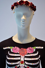 Roses are Red (radargeek) Tags: mall oklahomacity mannequin quailspringsmall rose flowers skeleton tshirt display 2018 october oklahoma dress
