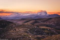 Gran Sasso infuocato (SDB79) Tags: montagna paesaggio tramonto abruzzo gran sasso