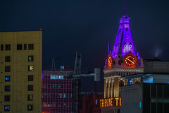 purple tribune (pbo31) Tags: oakland california eastbay alamedacounty night dark black nikon d810 color october 2018 fall city urban boury pbo31 jacklondonsquare tower clock time tribune neon sign purple over
